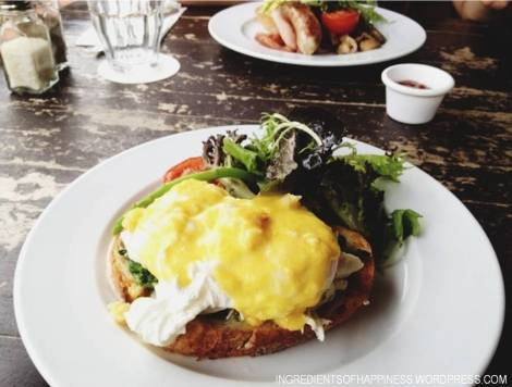 Eggs Benedict with Swimmer Crab, Spinach and Hollandaise Sauce