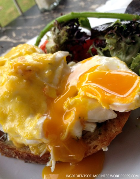 Close up of the gorgeous yolk of my Pacific Benny
