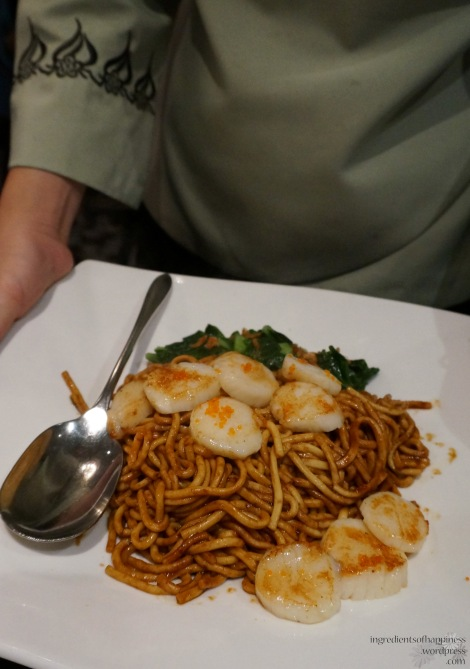 The wok fried mashed fish paste noodles with scallops