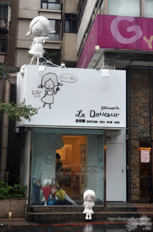 Eye-catching and cute storefront