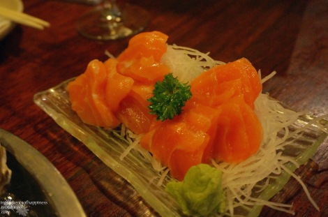 The fairly fresh and sweet salmon sashimi